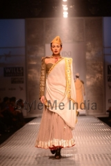 Anju-Modi-at-Wills-Lifestyle-India-Fashion-Week-Autumn-Winter-2013-8