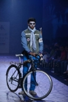 Arjun-Khanna-at-Lakmé-Fashion-Week-Summer-Resort-2013-12