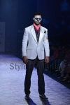 Arjun-Khanna-at-Lakmé-Fashion-Week-Summer-Resort-2013-25