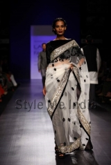 Manish-Malhotra-at-Lakmé-Fashion-Week-Summer-Resort-2013-10