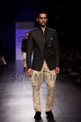 Manish-Malhotra-at-Lakmé-Fashion-Week-Summer-Resort-2013-13