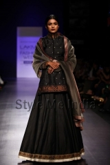 Manish-Malhotra-at-Lakmé-Fashion-Week-Summer-Resort-2013-17