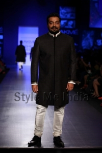 Manish-Malhotra-at-Lakmé-Fashion-Week-Summer-Resort-2013-2