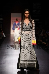 Manish-Malhotra-at-Lakmé-Fashion-Week-Summer-Resort-2013-29