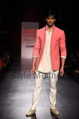 Manish-Malhotra-at-Lakmé-Fashion-Week-Summer-Resort-2013-39