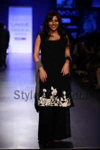 Manish-Malhotra-at-Lakmé-Fashion-Week-Summer-Resort-2013-4