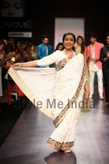 Manish-Malhotra-at-Lakmé-Fashion-Week-Summer-Resort-2013-44