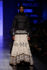 Manish-Malhotra-at-Lakmé-Fashion-Week-Summer-Resort-2013-5