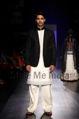 Manish-Malhotra-at-Lakmé-Fashion-Week-Summer-Resort-2013-6