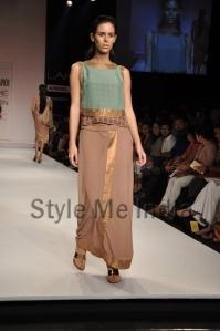 Nupur-Kanoi-at-Lakmé-Fashion-Week-Summer-Resort-2013-12