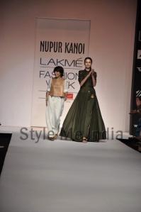 Nupur-Kanoi-at-Lakmé-Fashion-Week-Summer-Resort-2013-18