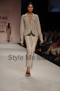 Nupur-Kanoi-at-Lakmé-Fashion-Week-Summer-Resort-2013-8