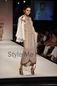 Nupur-Kanoi-at-Lakmé-Fashion-Week-Summer-Resort-2013-9