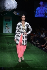 Parineeti-Chopra-walks-for-Masaba-at-Lakmé-Fashion-Week-Summer-Resort-2013-1