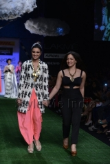 Parineeti-Chopra-walks-for-Masaba-at-Lakmé-Fashion-Week-Summer-Resort-2013-6