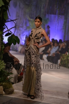 Anamika-Khanna-at-PCJ-Delhi-Couture-Week-2013-14