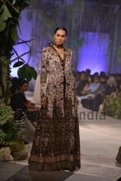 Anamika-Khanna-at-PCJ-Delhi-Couture-Week-2013-19