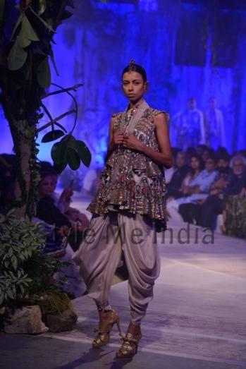 Anamika-Khanna-at-PCJ-Delhi-Couture-Week-2013-21