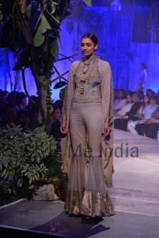 Anamika-Khanna-at-PCJ-Delhi-Couture-Week-2013-29