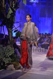 Anamika-Khanna-at-PCJ-Delhi-Couture-Week-2013-31