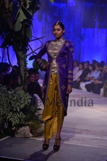 Anamika-Khanna-at-PCJ-Delhi-Couture-Week-2013-35