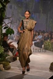Anamika-Khanna-at-PCJ-Delhi-Couture-Week-2013-5