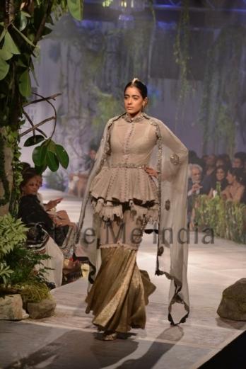 Anamika-Khanna-at-PCJ-Delhi-Couture-Week-2013-6