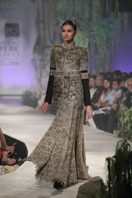 Delhi-Couture-Week-Anamika-Khanna-8