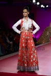 Ritu-Beri-at-Delhi-Couture-week-2013-17