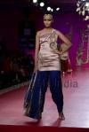Ritu-Beri-at-Delhi-Couture-week-2013-21