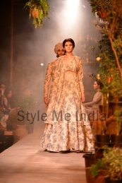 Sabyasachi-at-PCJ-Delhi-Couture-Week-2013-1