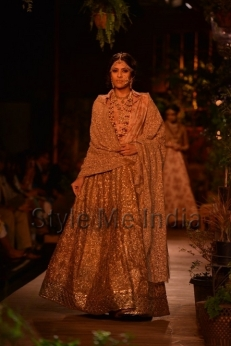 Sabyasachi-at-PCJ-Delhi-Couture-Week-2013-12