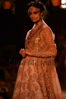 Sabyasachi-at-PCJ-Delhi-Couture-Week-2013-13