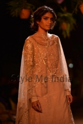 Sabyasachi-at-PCJ-Delhi-Couture-Week-2013-14