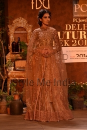 Sabyasachi-at-PCJ-Delhi-Couture-Week-2013-15