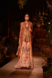 Sabyasachi-at-PCJ-Delhi-Couture-Week-2013-16