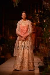 Sabyasachi-at-PCJ-Delhi-Couture-Week-2013-18
