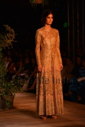 Sabyasachi-at-PCJ-Delhi-Couture-Week-2013-25