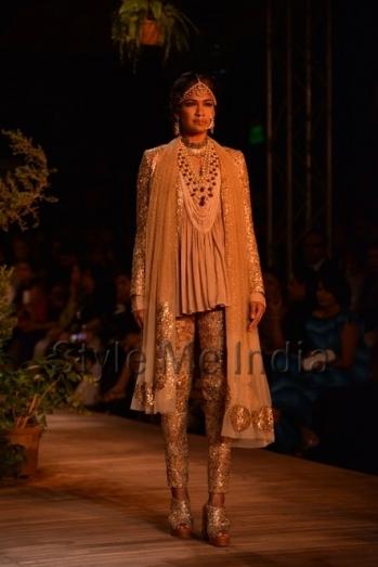 Sabyasachi-at-PCJ-Delhi-Couture-Week-2013-26