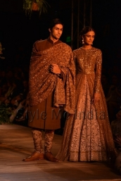Sabyasachi-at-PCJ-Delhi-Couture-Week-2013-29