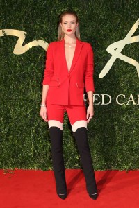 rosie-huntington-whiteley-bfa-vogue-2dec13-getty_b