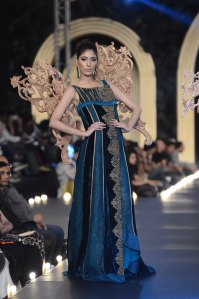 Sonia Azhar (19)