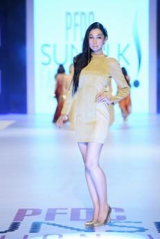 Shehla Chatoor (29)