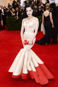a Zac Posen gown and carried a clutch by Roger Vivier.