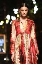 Images-Day-3-–-Wills-Lifestyle-India-Fashion-Week-Spring-Summer-2015-Pics-October-11-2014-img-18-400x600