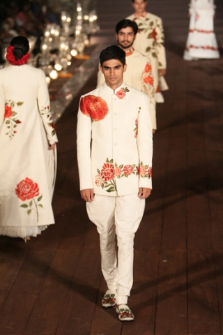 WIFWSS'15D5S5RohitBalRunway239_0