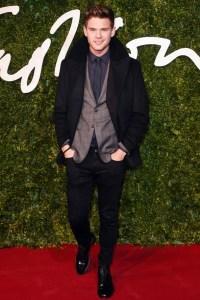 7-jeremy-irvine-british-fashion-awards-vogue-1dec14-rex_b_592x888 burberry
