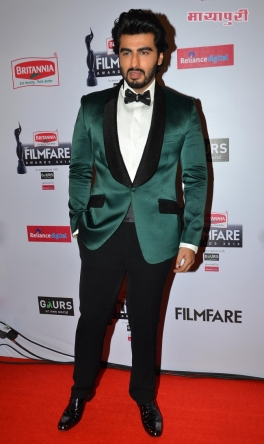 Arjun-Kapoor-graces-the-red-carpet-at-the-60th-Britannia-Filmfare-Awards