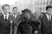 natalie-portman-jackie-funeral-look-veil