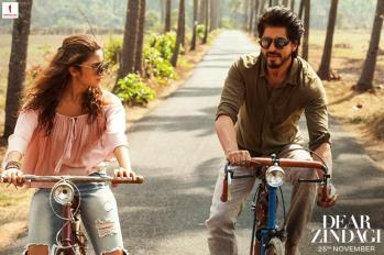 srk-alia-bhatt-from-dear-zindagi-hindi-movie-stills-3